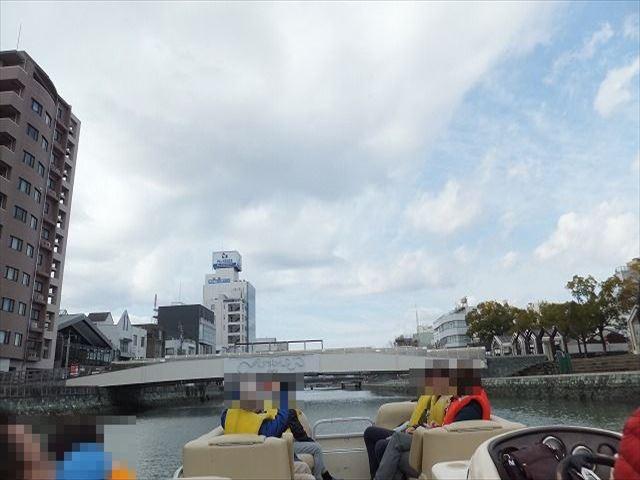 徳島 ひょうたん島クルーズ ふるあい橋をくぐる