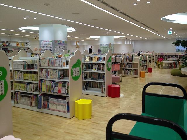 徳島市立図書館5階、こども図書館の様子
