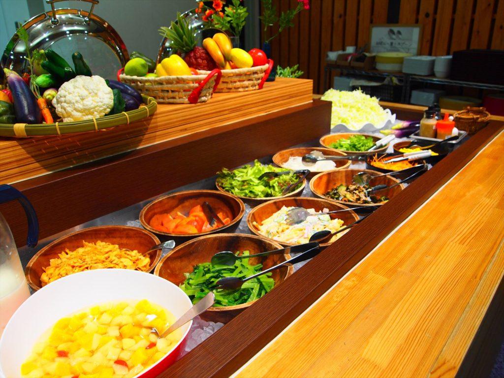 ホテルたいよう農園 赤字食堂 バイキング形式朝食 総菜類