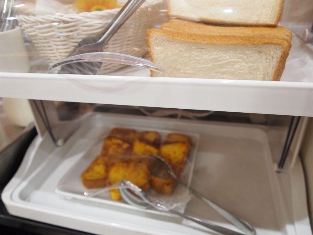 ホテルたいよう農園 赤字食堂 バイキング形式朝食 パン類