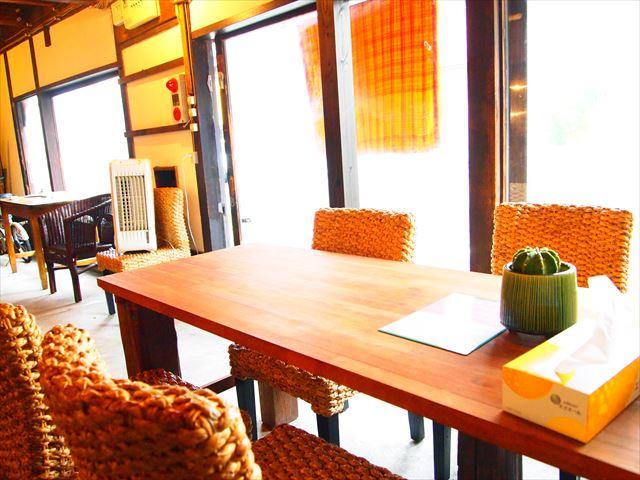 大正舘なつ家 本格的インドネシア料理店DI CAFE テーブル席