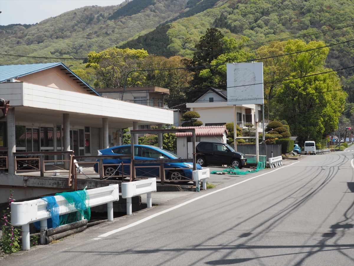 白草社 徳島県穴吹 カレー 駐車場