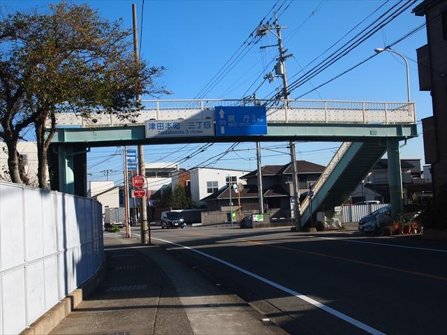 津田中学校 歩道橋 落書き