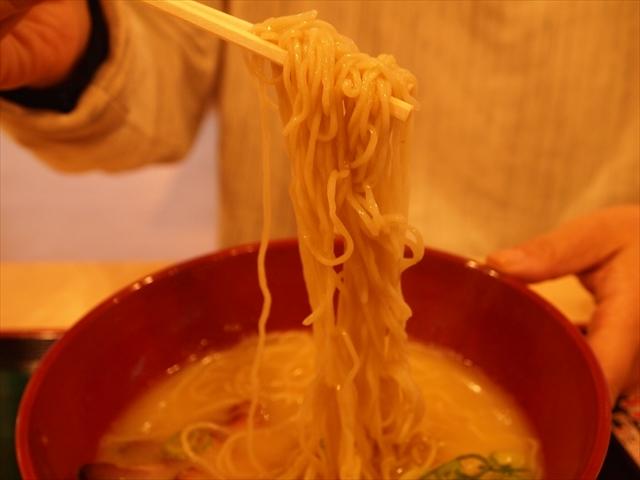 徳島市沖浜 セルフラーメン バリ旨製麺 麺