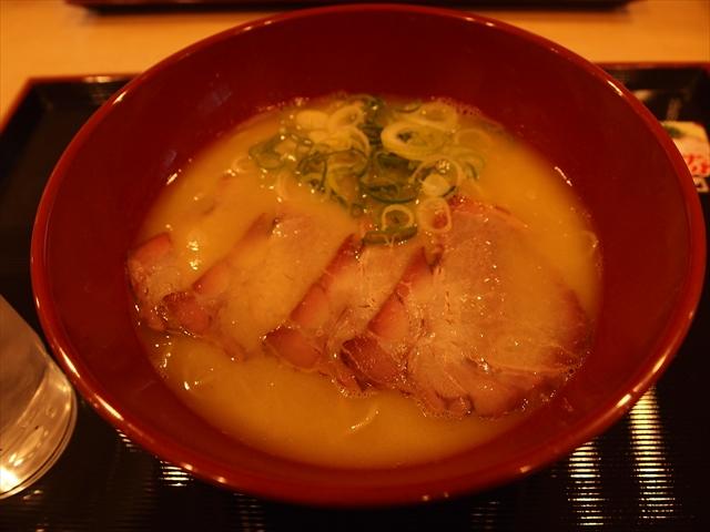 徳島市沖浜 セルフラーメン バリ旨製麺 チャーシュー麺