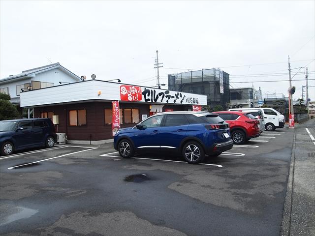 徳島市沖浜 セルフラーメン バリ旨製麺 駐車場