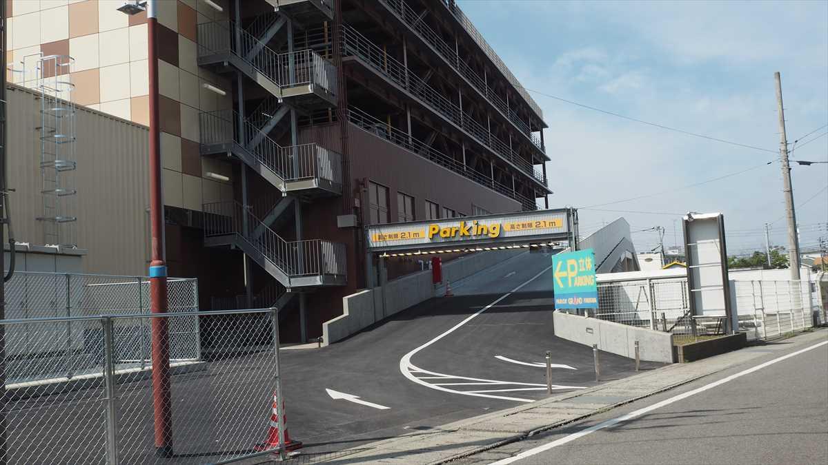 ドン・キホーテ徳島応神店 パーラーグランド跡地 屋上看板 2019年8月19日時点 MEGAドンキ徳島店 スロープ完成