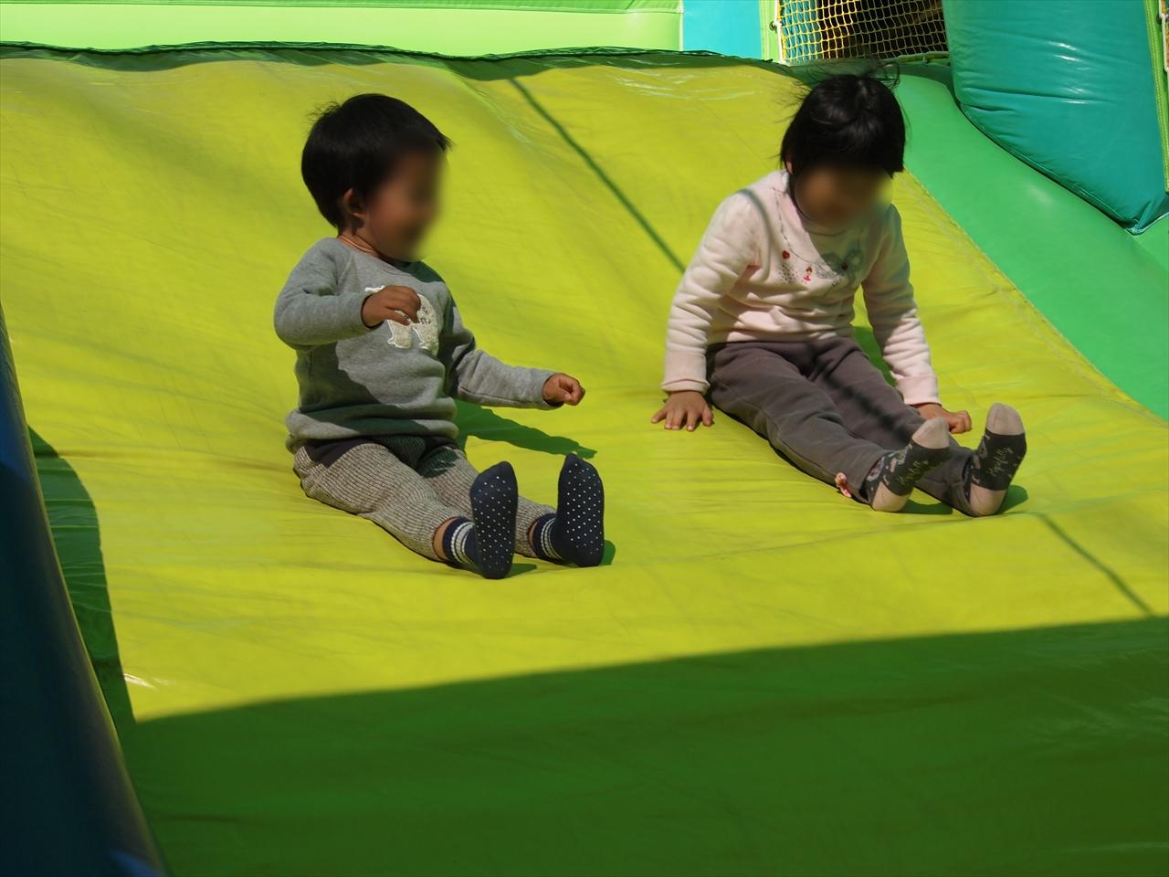 もみじ川温泉 さくら祭り ふわふわ滑り台