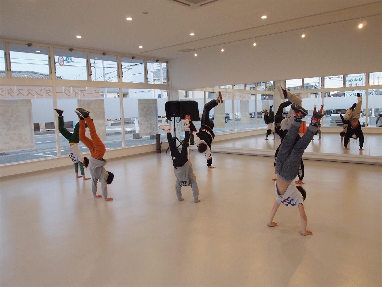 徳島県北島町 ダンススタジオ ダンススクール B.I.G(ビーアイージー) KIDS BREAKIN 超入門 KAZU 岩佐和宏