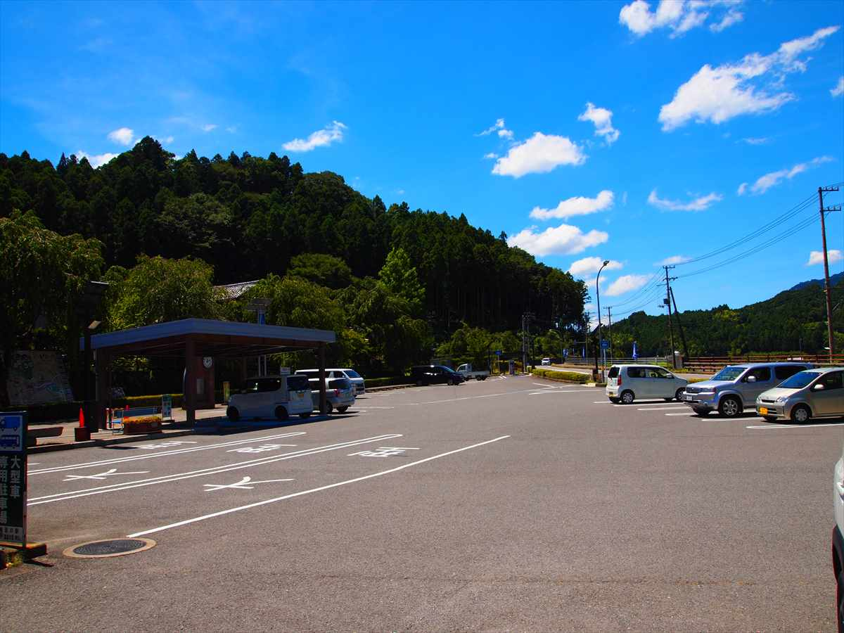 道の駅・温泉の里神山 駐車場