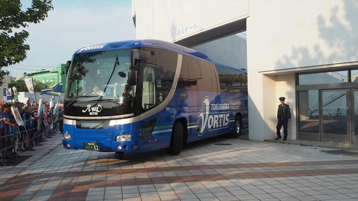 徳島ヴォルティスvs鹿児島ユナイテッドFC 選手バス到着