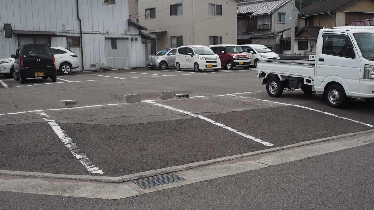 やっさんく 駐車場