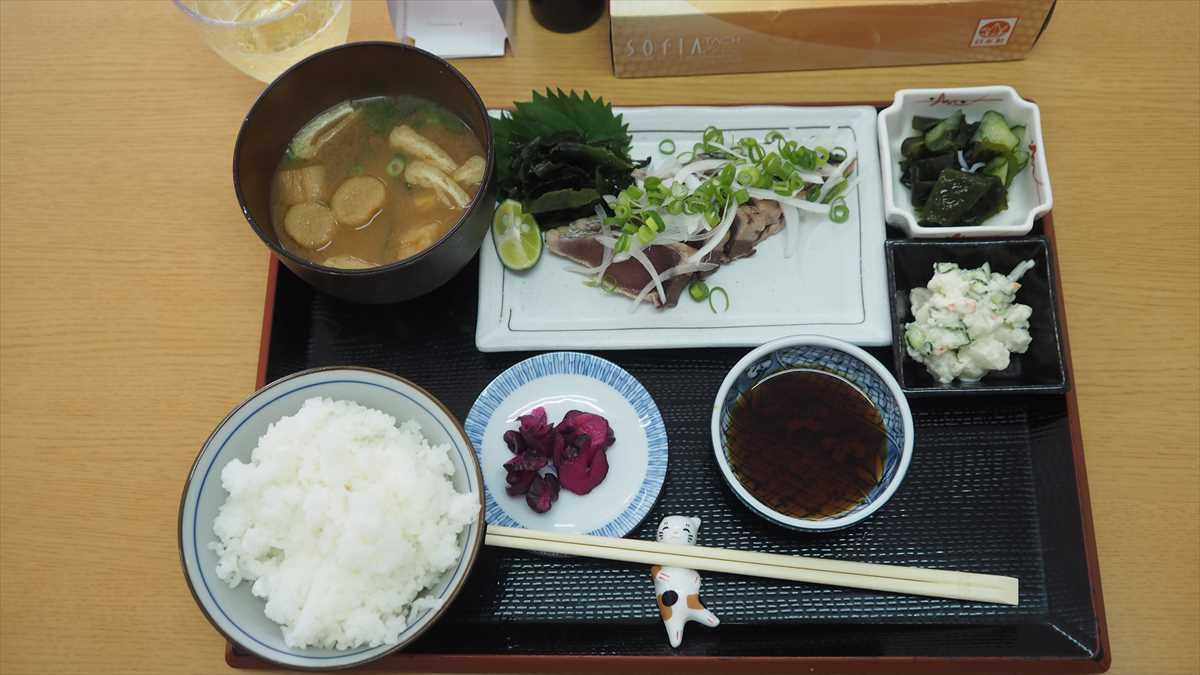 南昭和町 キッチン ぷらっと ランチ カツオのたたき定食