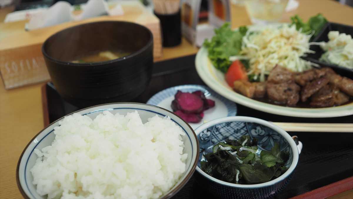 南昭和町 キッチンぷらっと ランチ ポークカットステーキ定食