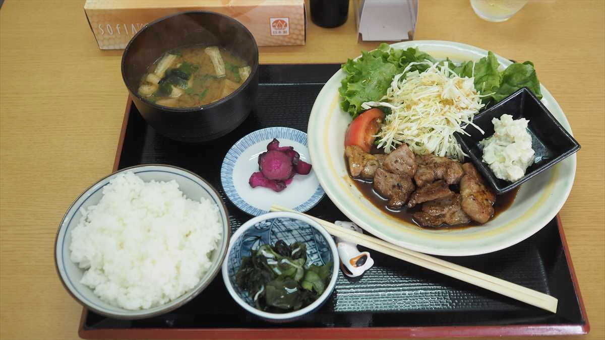 南昭和町 キッチン ぷらっと ランチ ポークカットステーキ定食