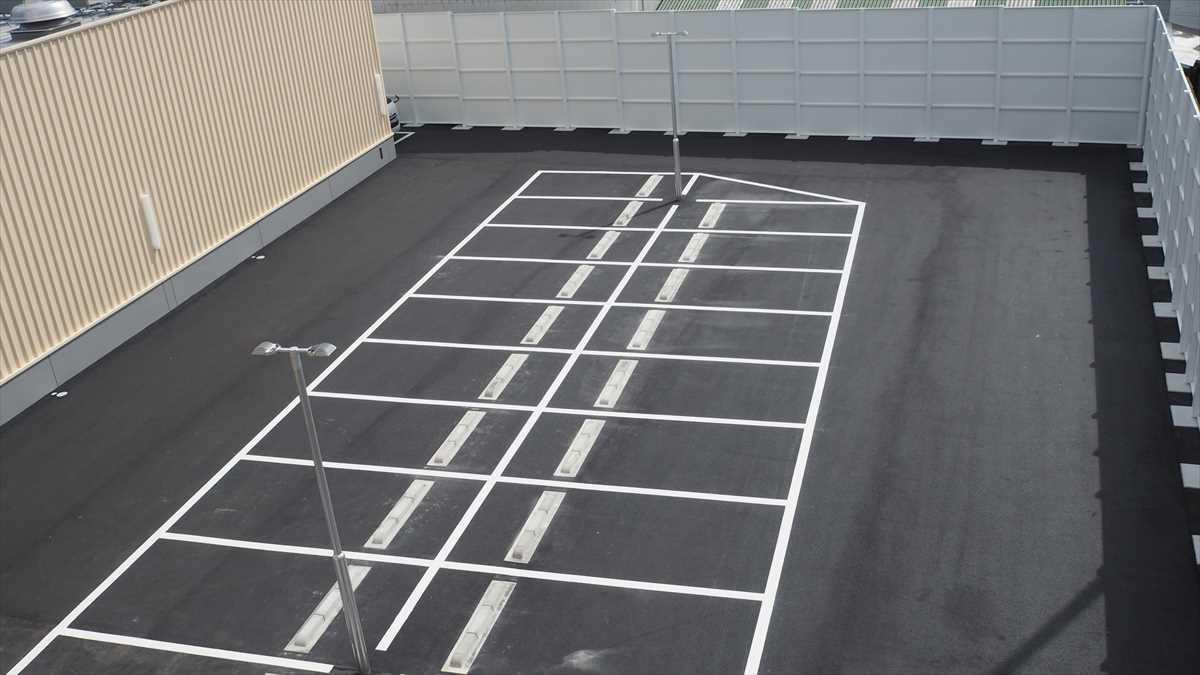 MEGAドン・キホーテ徳島店 平面駐車場