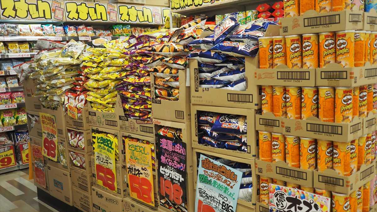 MEGAドン・キホーテ徳島店 お菓子コーナー 定番お菓子