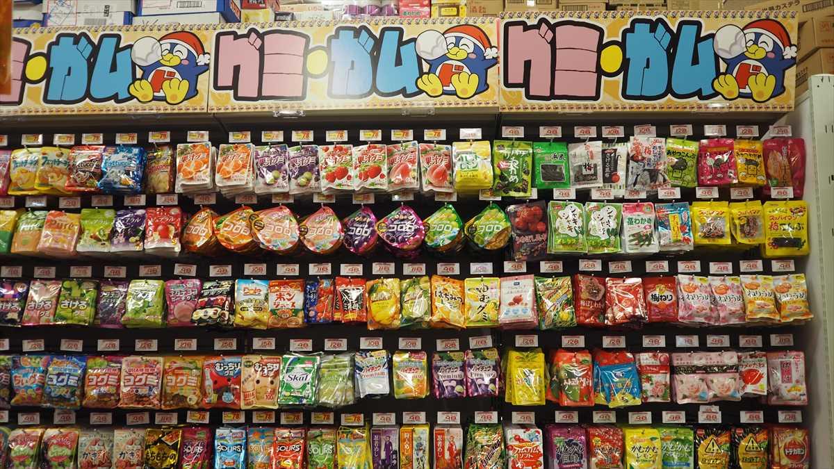 MEGAドン・キホーテ徳島店 お菓子コーナー ガム グミ