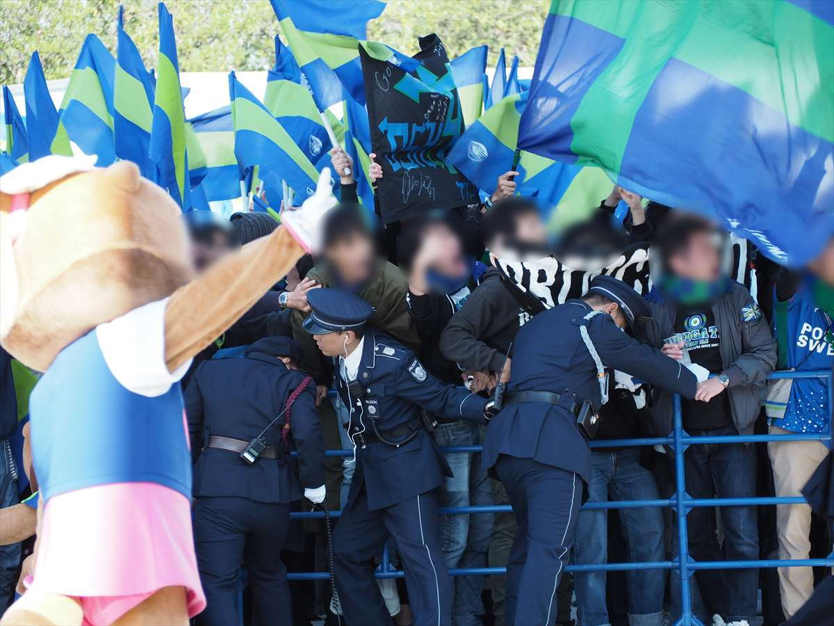 徳島ヴォルティス 選手バス到着 サポーター ポカリスエットスタジアム