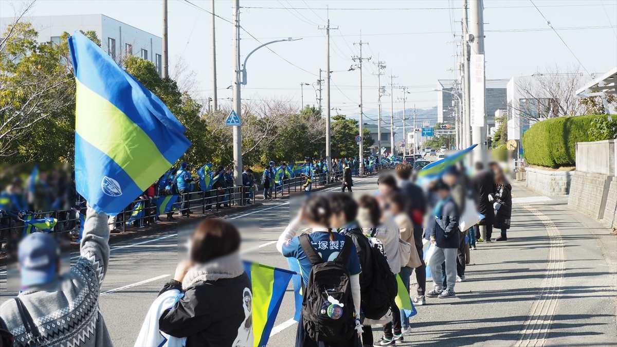 徳島ヴォルティス 選手バス スタジアム到着