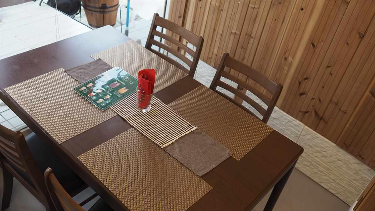 八百屋カフェ デメテール 佐古 移転 テーブル