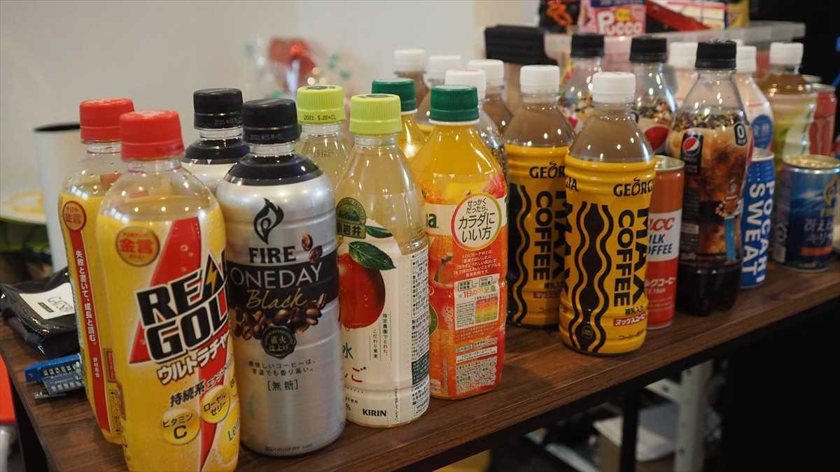 ゲームセンター「リバース」 飲料 軽食
